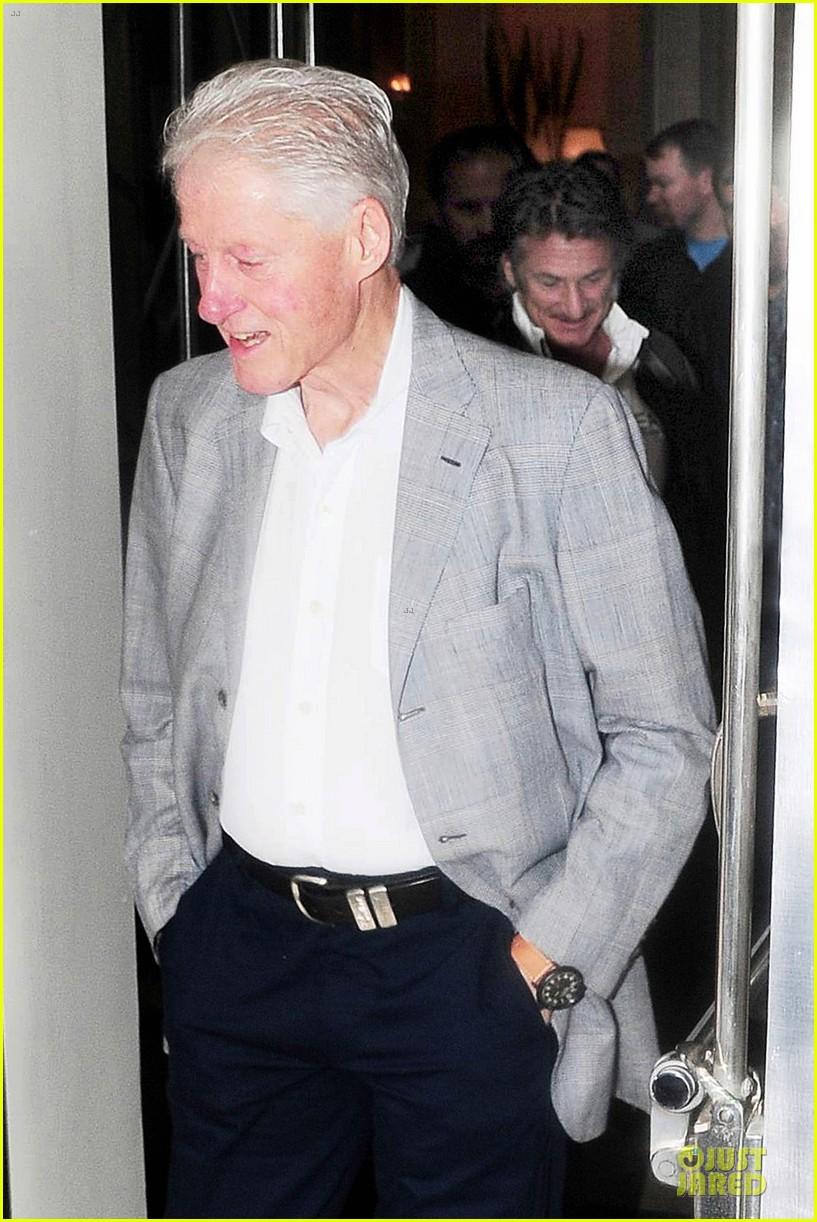 sean penn former president bill clinton 013123432