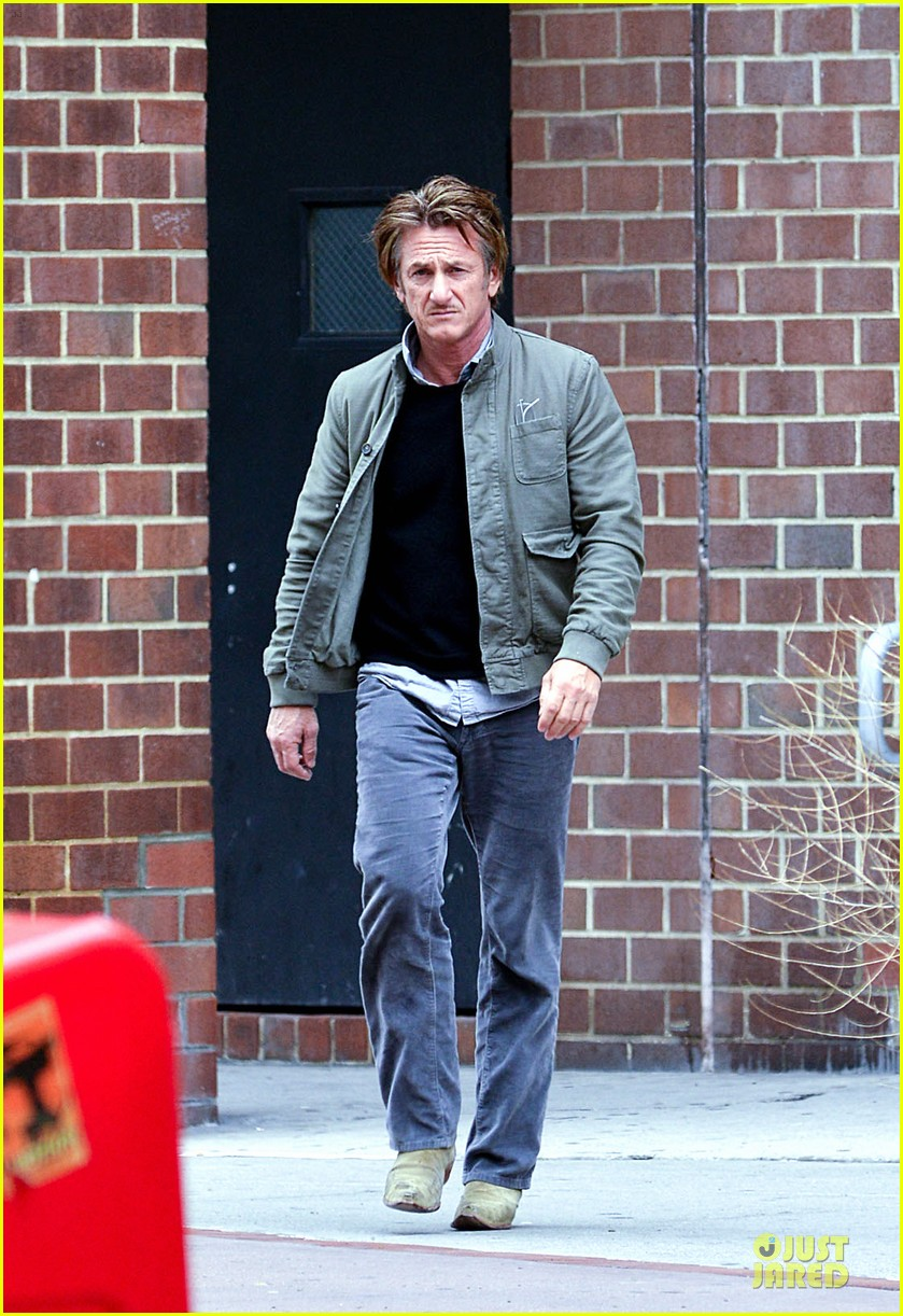 sean penn the gunman gets acquired 023110057