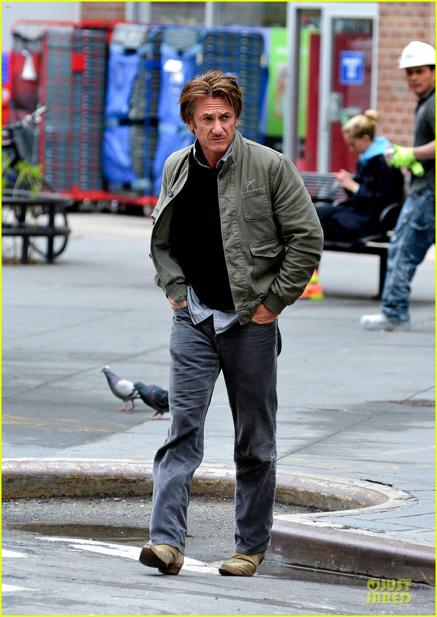 sean penn the gunman gets acquired 09