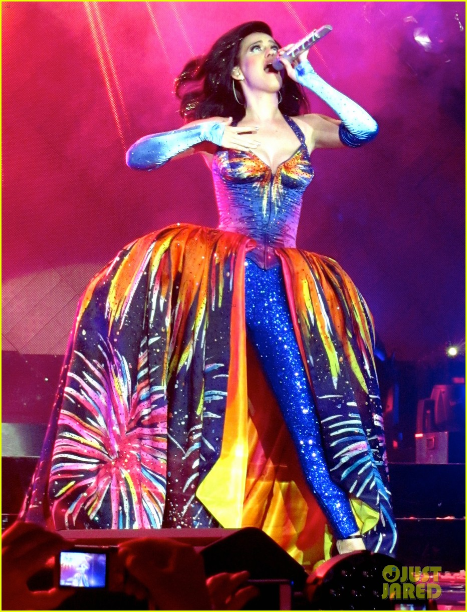 see all of katy perry crazy prismatic tour costumes here 053108212