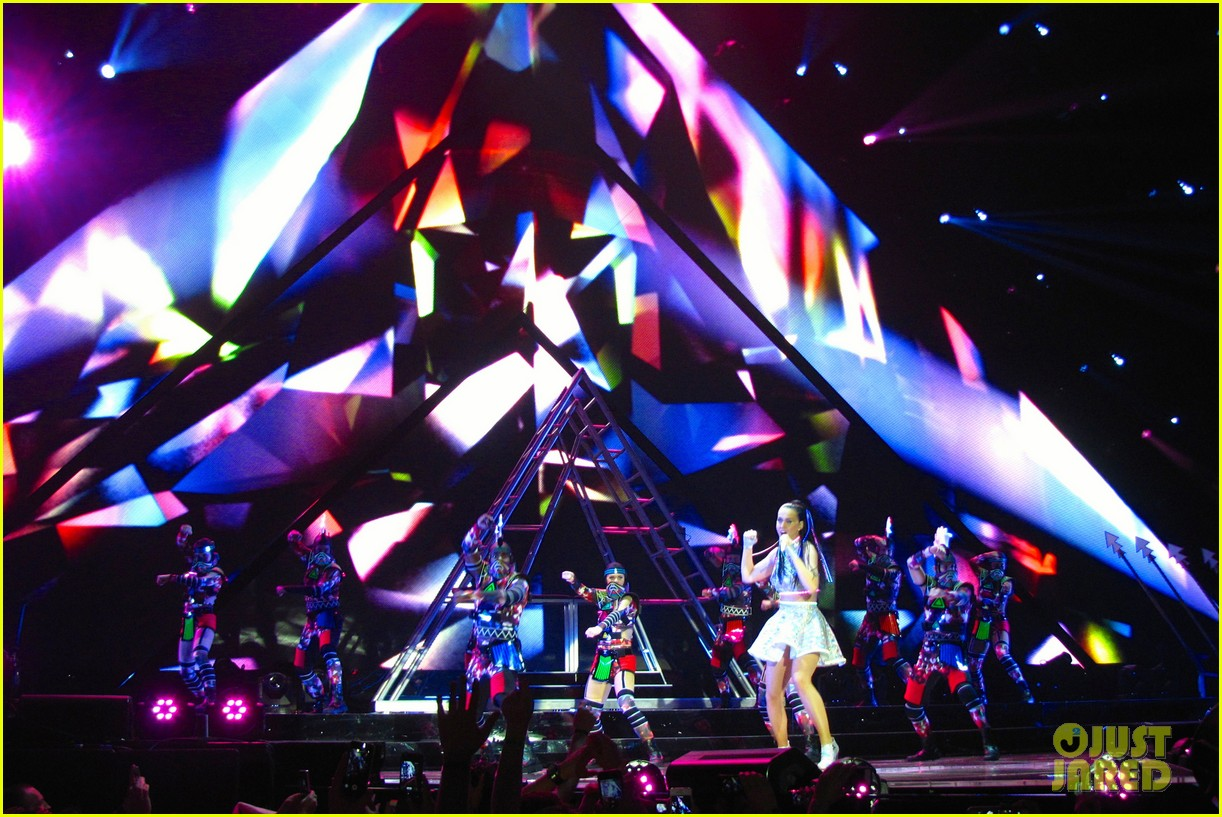 katy perry kicks off prismatic world tour 173107987