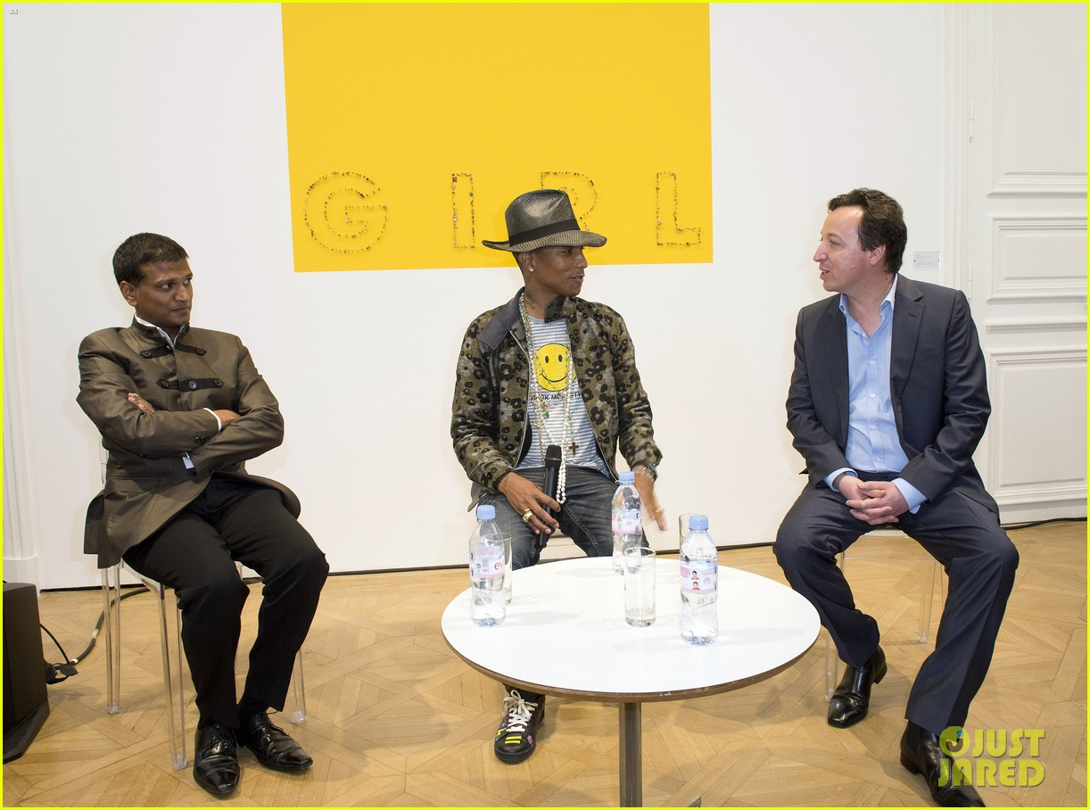 pharrell williams happy shirt paris art gallery opening 05