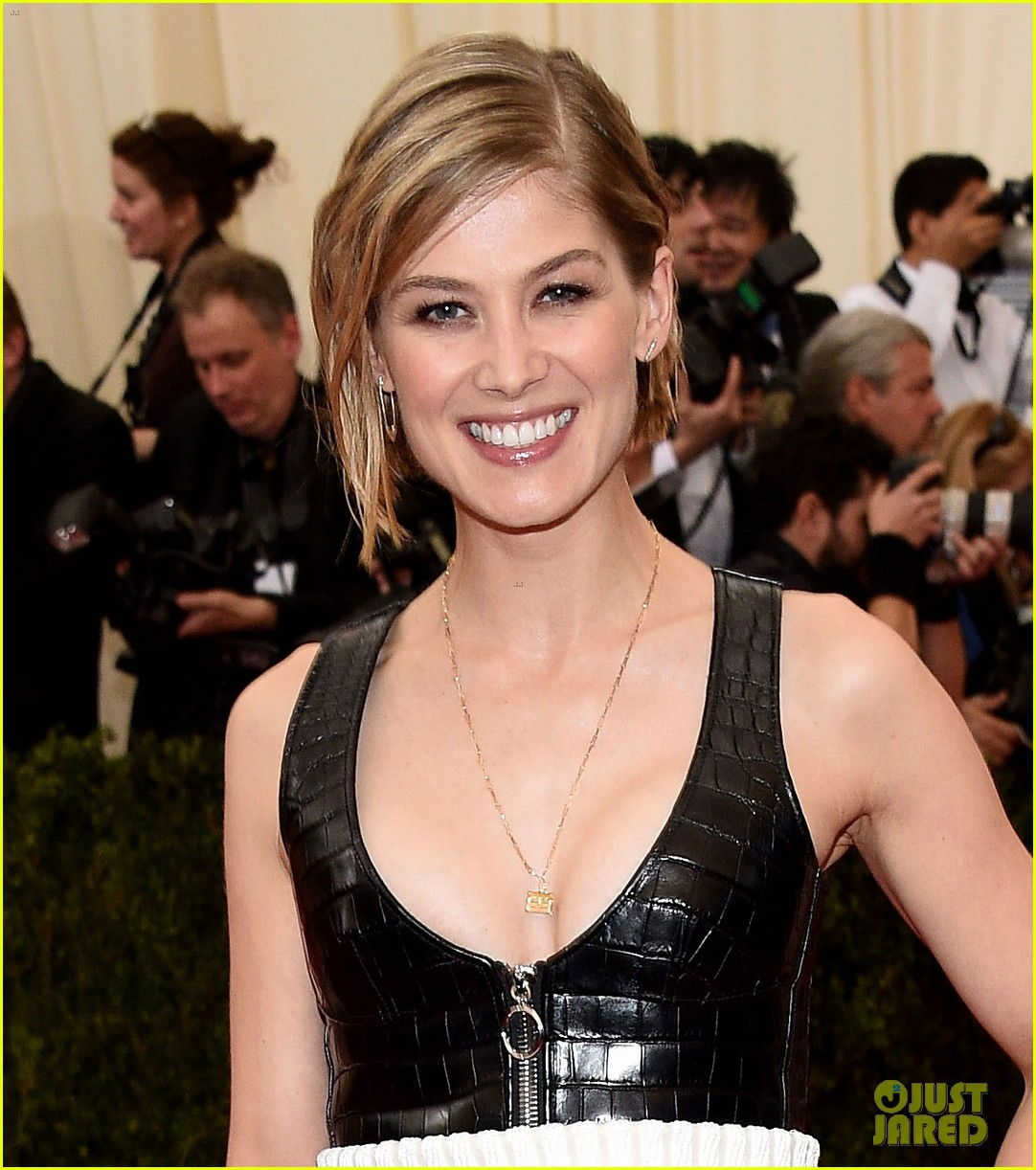 rosamund pike met ball...