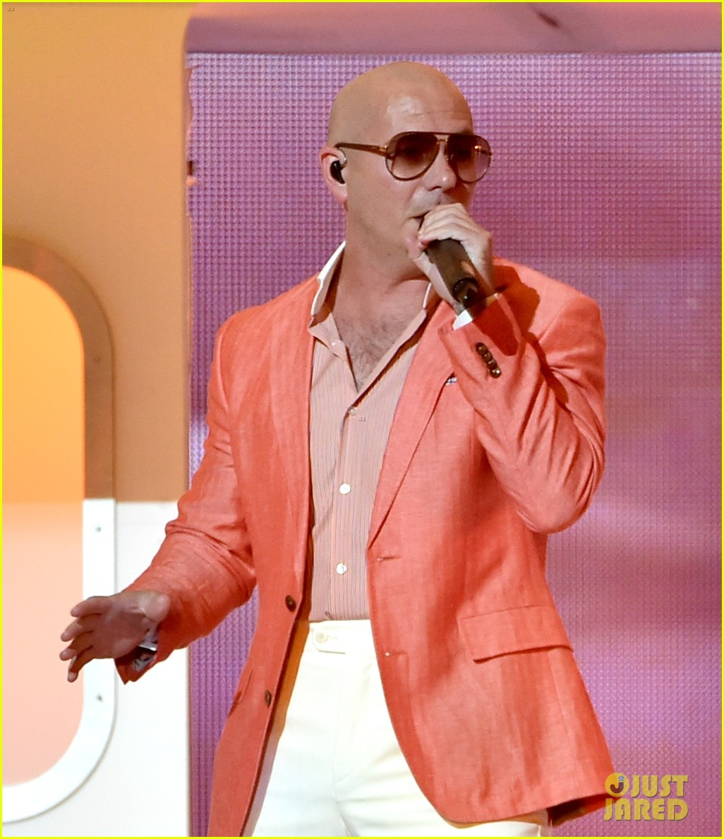 pitbull grl iheartradio music awards 2014 04