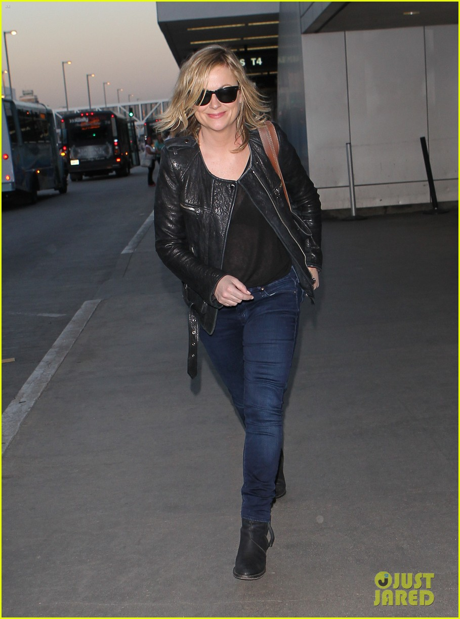 amy poehler back in la after performing at assscat 3000 at ucb 07