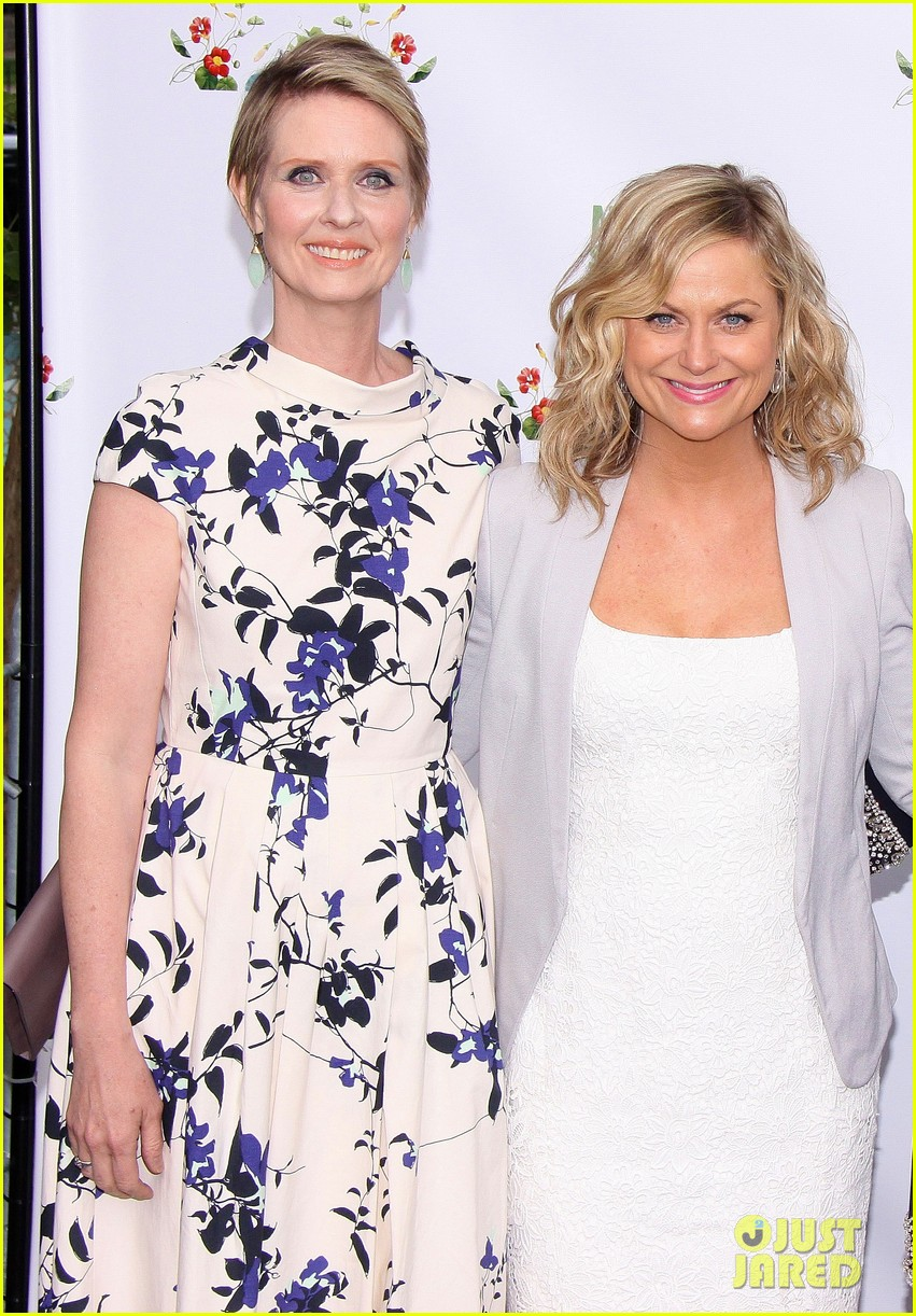 amy poehler drops by bette midler annual spring picnic 14