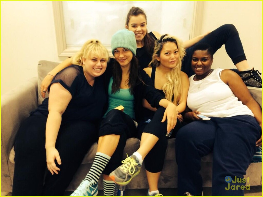 pitch perfect 2 cast pics 033114325