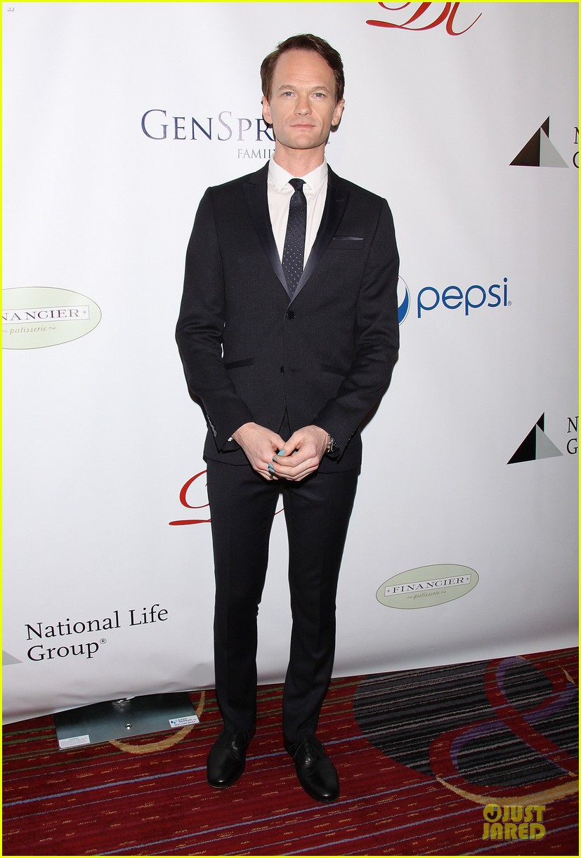 daniel radcliffe neil patrick harris suit tie drama league awards 14