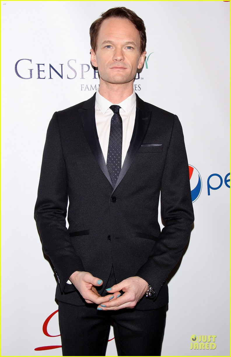 daniel radcliffe neil patrick harris suit tie drama league awards 15