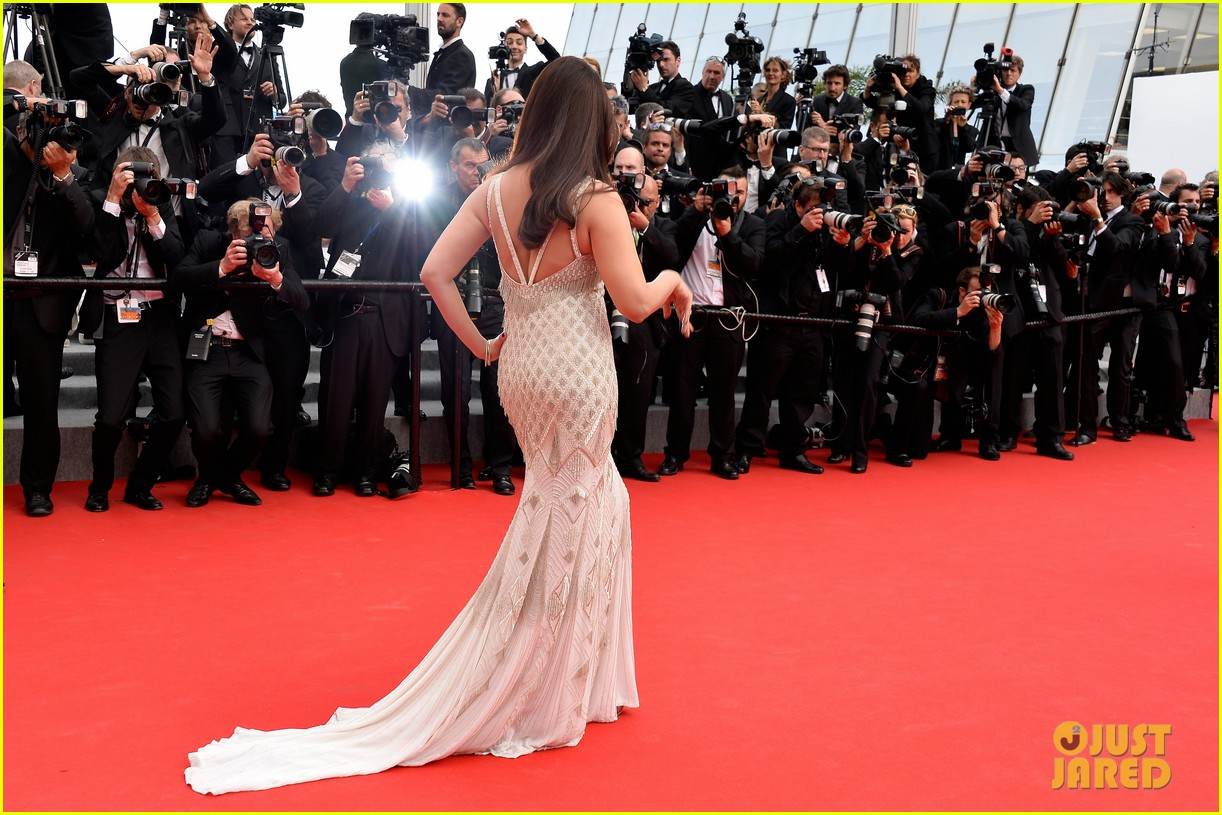 aishwarya rai works red carpet cannes 2014 093119015