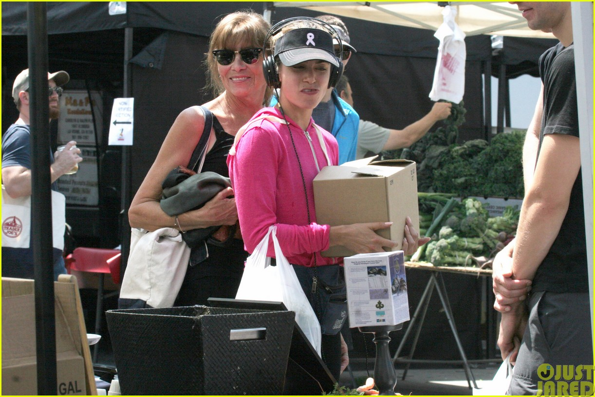 nikki reed is all smiles at the farmers market023122104