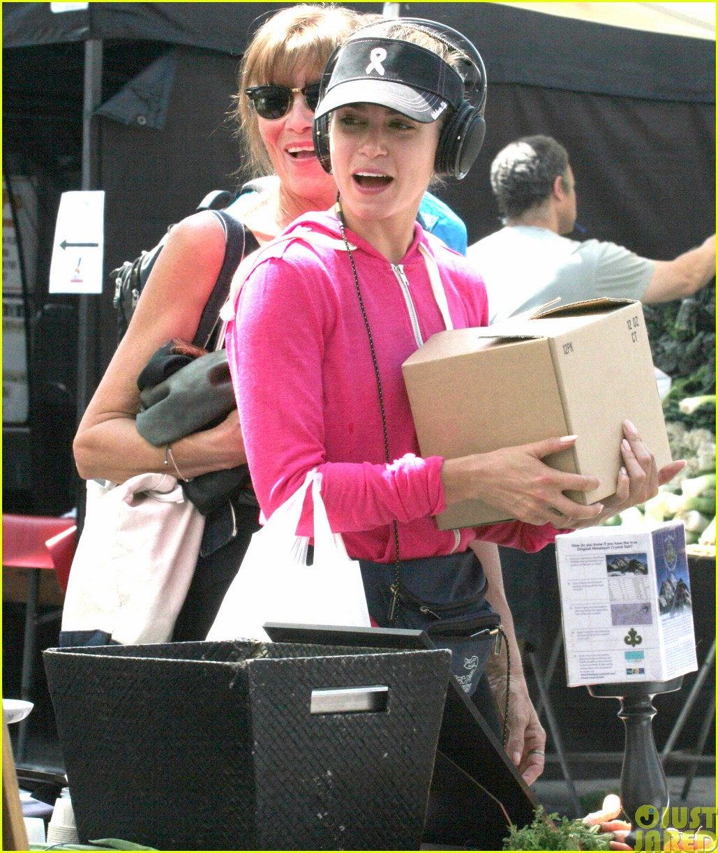 nikki reed is all smiles at the farmers market08