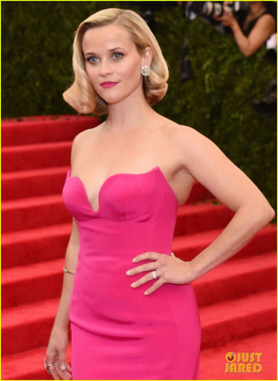 reese witherspoon met ball 2014 red carpet 02