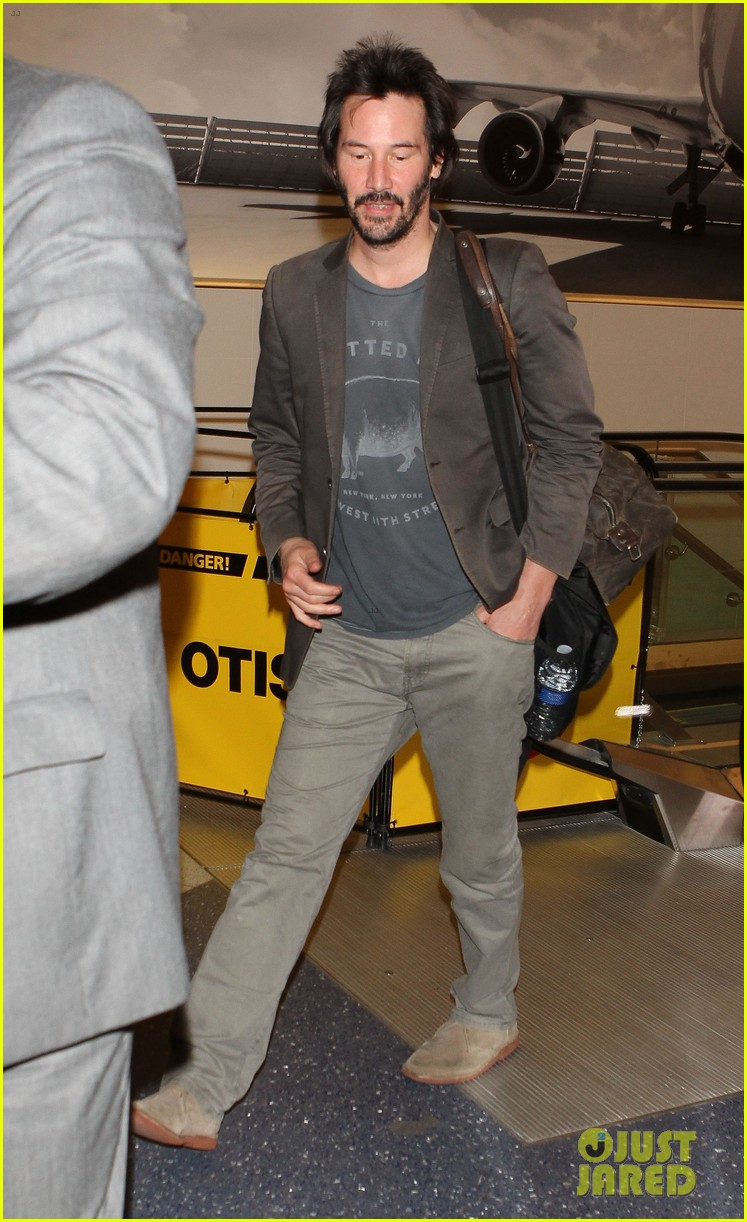 keanu reeves gets swarmed by fans at lax airport 033125024