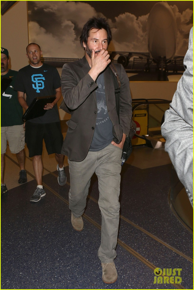 keanu reeves gets swarmed by fans at lax airport 09