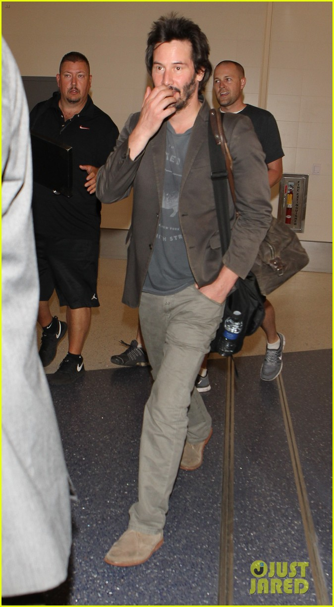 keanu reeves gets swarmed by fans at lax airport 23