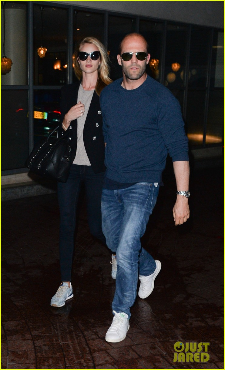 rosie huntington whiteley back with her man after missing him 023122744