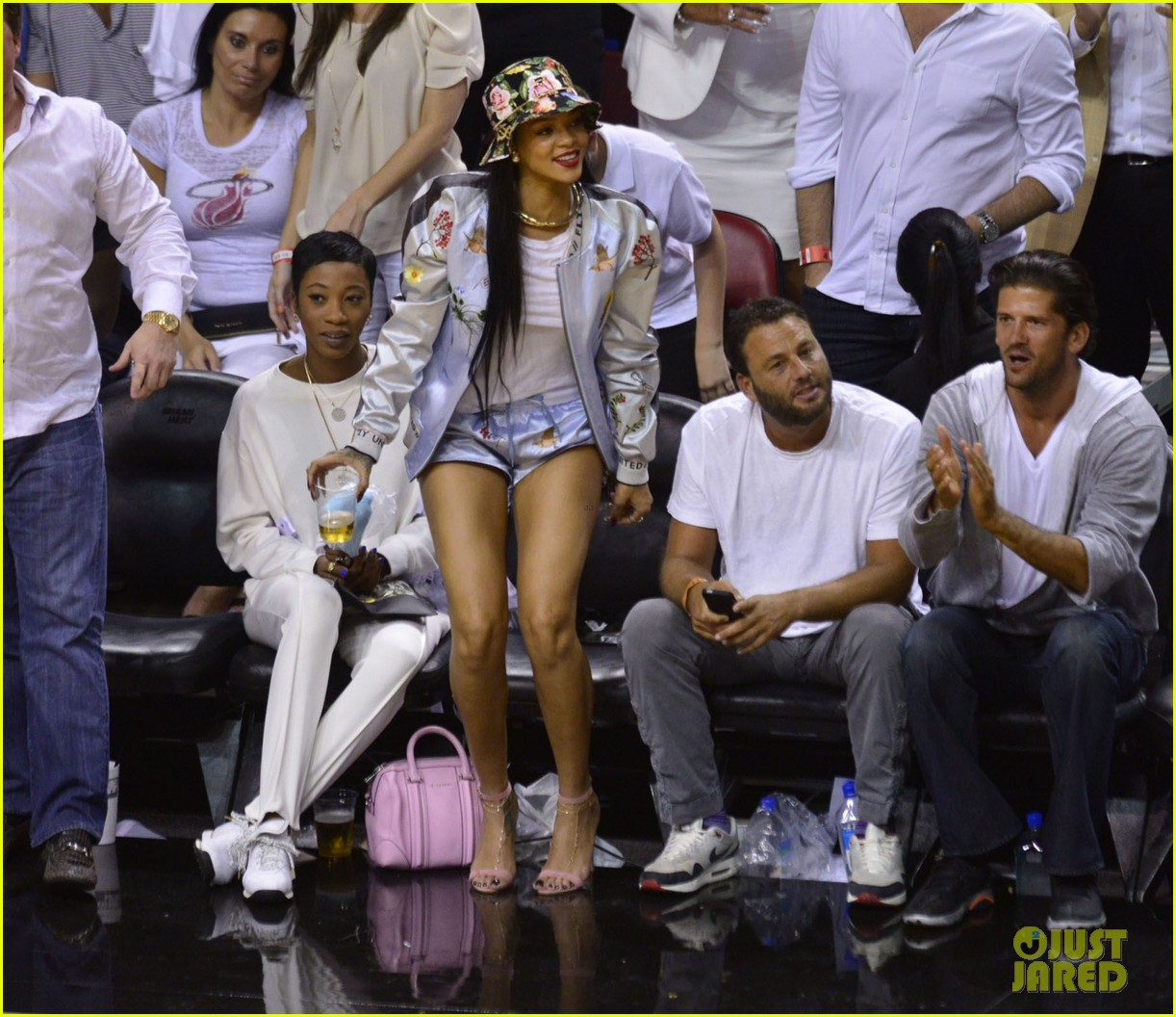 rihanna cheers on lebron james at nets heat game 223109086