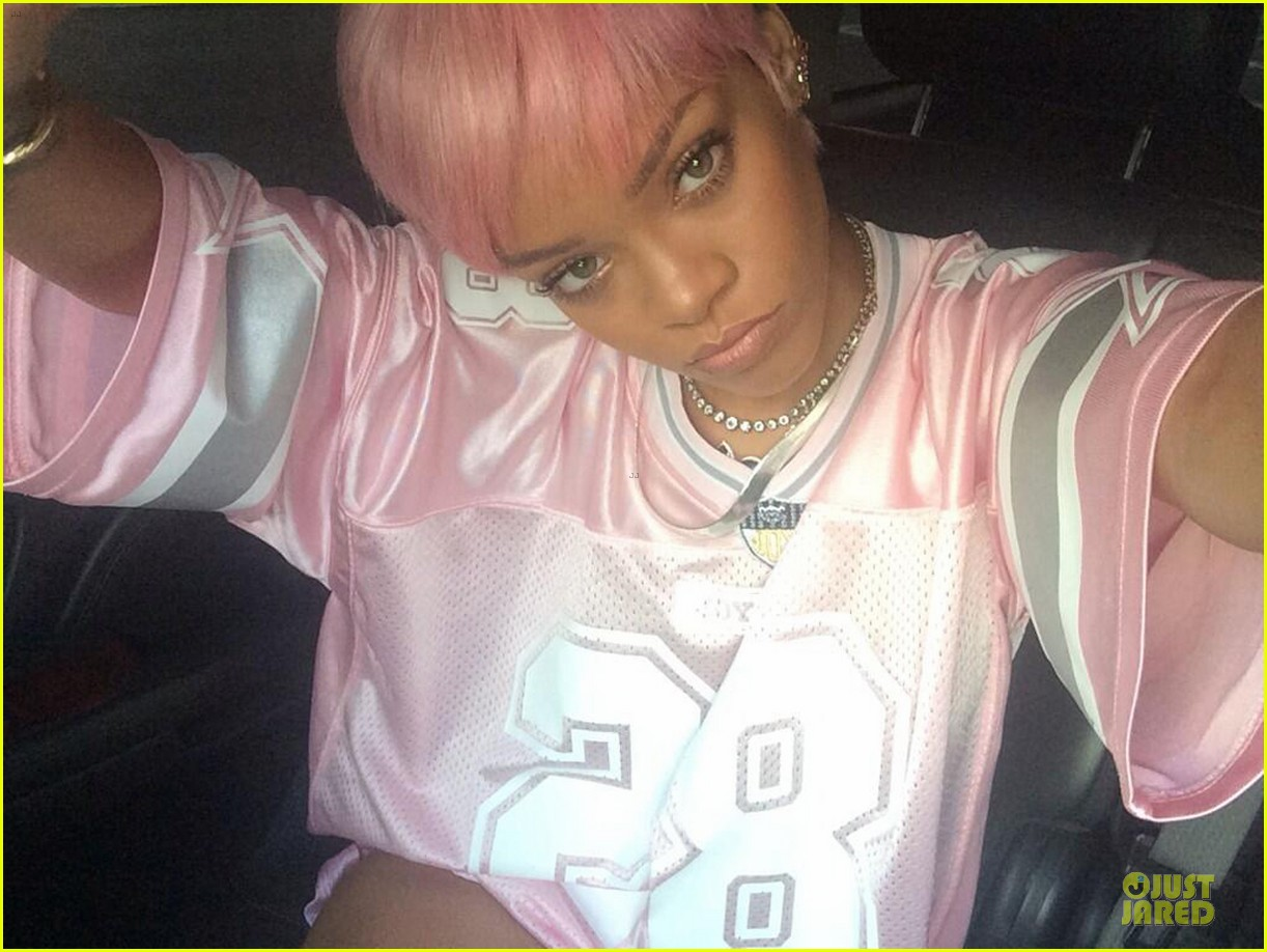 rihanna calls herself ghetto in pink football jersey 04