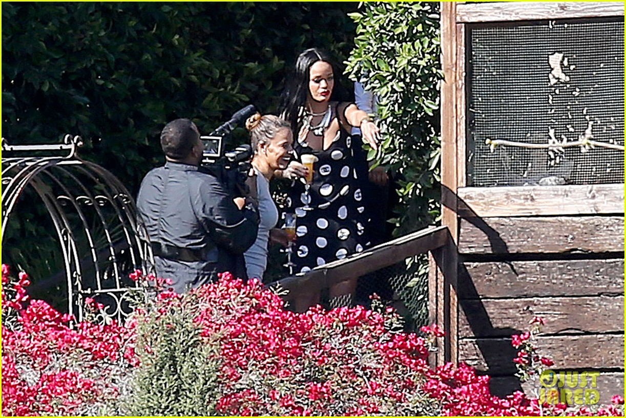 rihanna spends mothers day with family at malibu mansion 073111576
