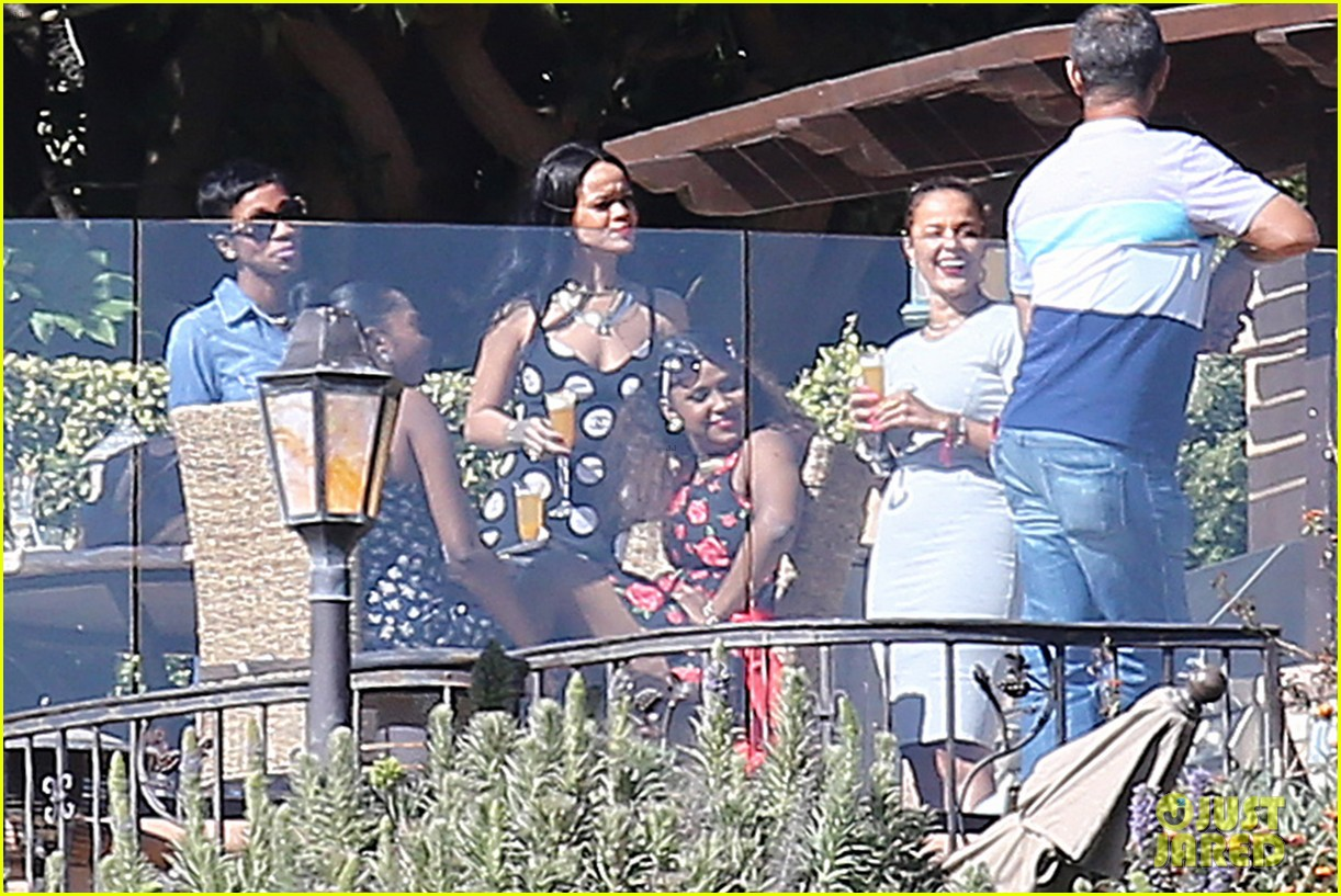 rihanna spends mothers day with family at malibu mansion 09
