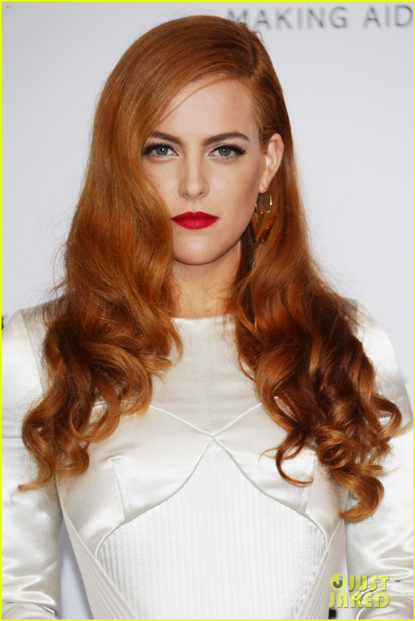 riley keough amfar 2014 cannes 01