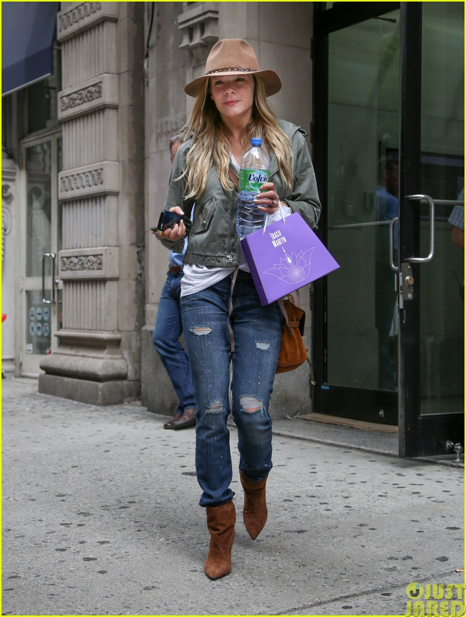 leann rimes calls herself a grandma053120820