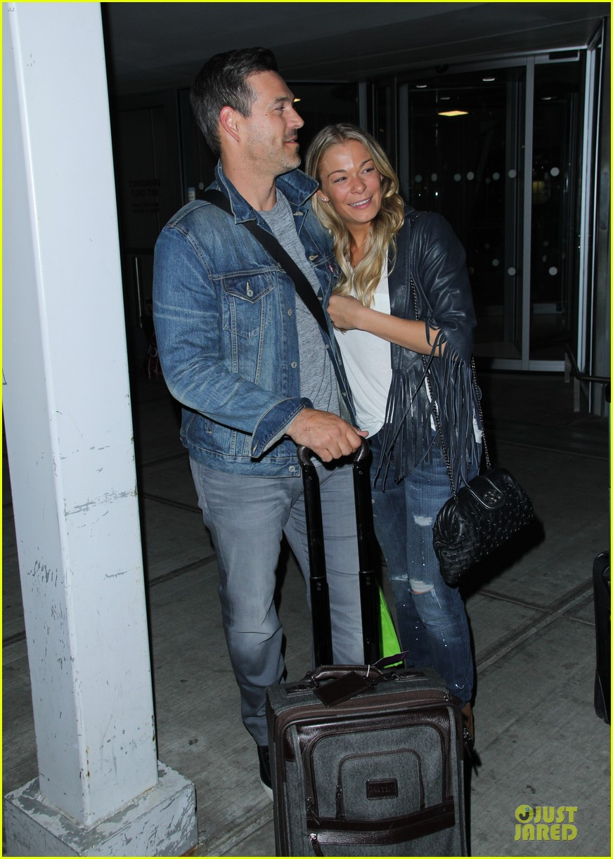 leann rimes eddie cibrian denim pair in nyc 04