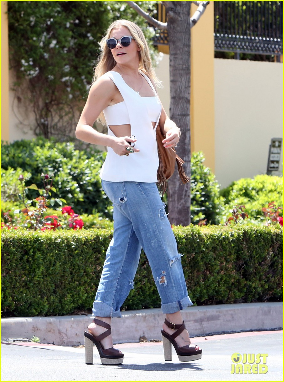 leann rimes shows some skin in cut out tank top 073103794