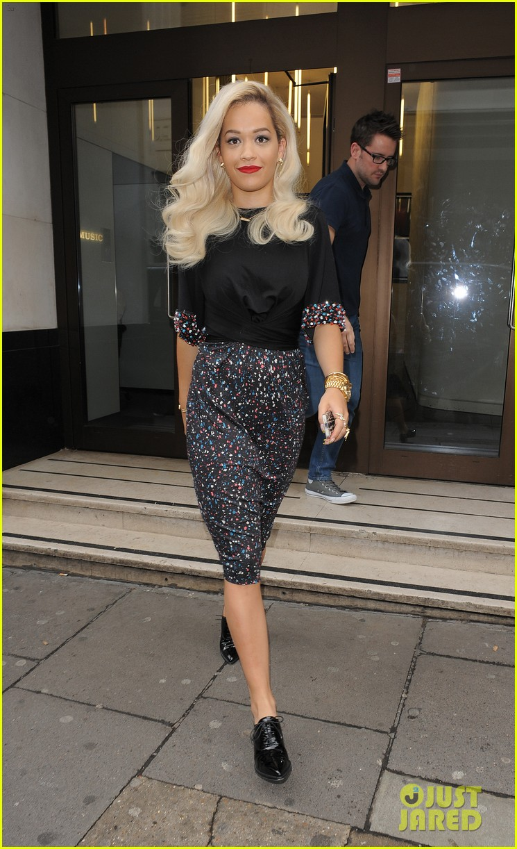 rita ora celebrates no 1 single topless 213112913