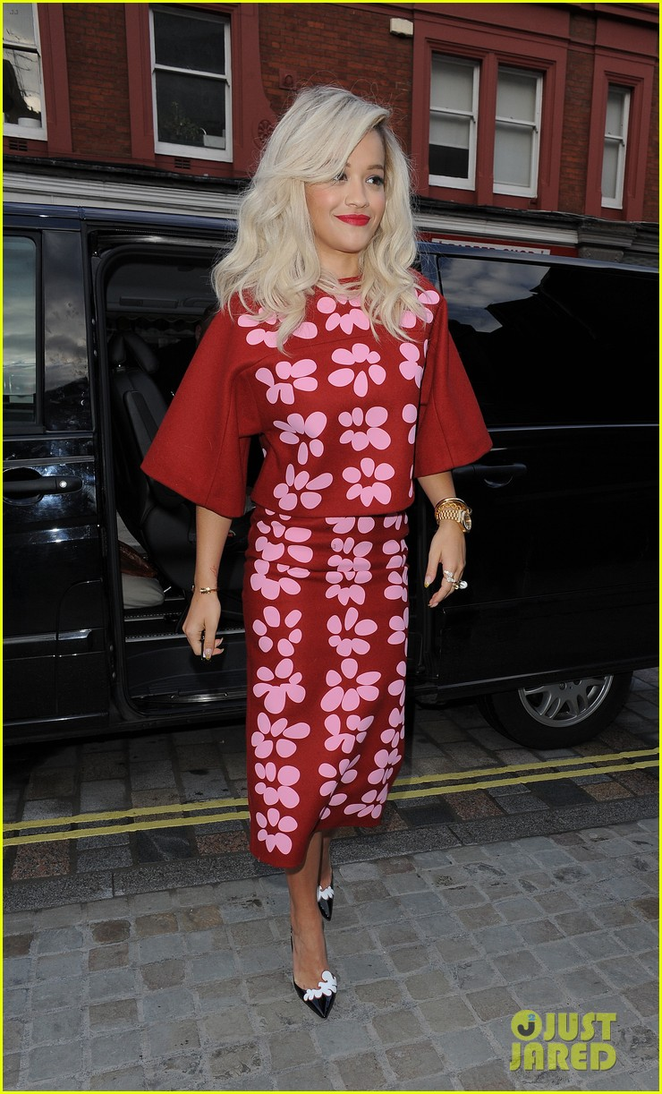 rita ora celebrates no 1 single topless 25