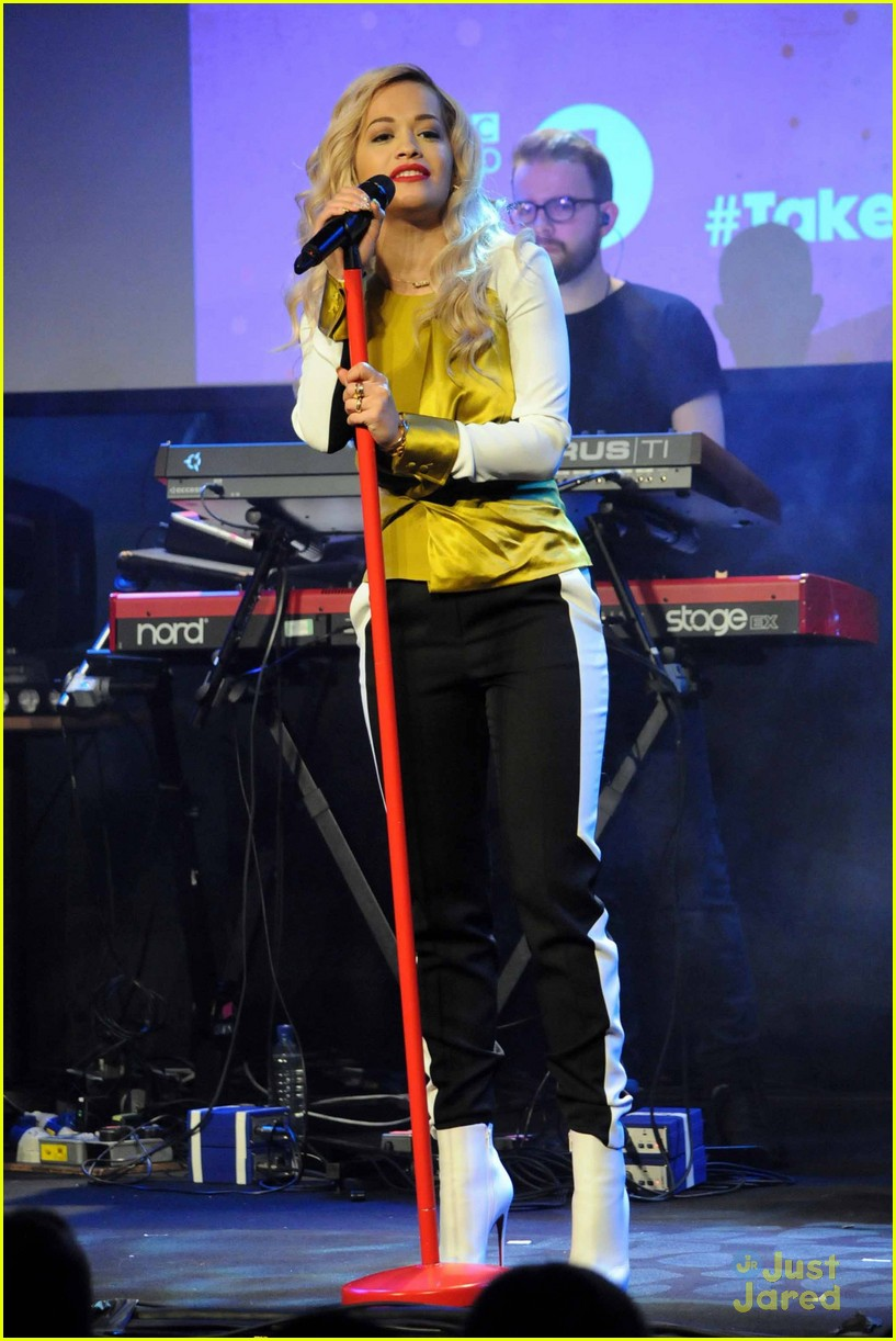 rita ora performs queen margaret union 023112932
