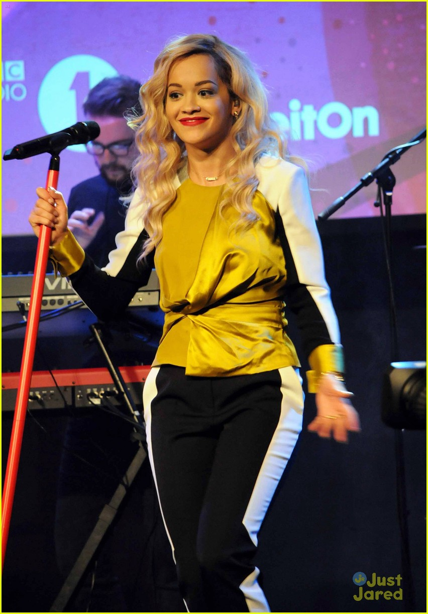rita ora performs queen margaret union 05