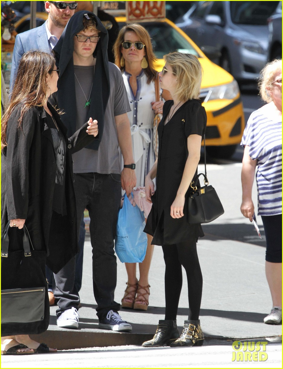 emma roberts saw palo alto co star james franco broadway play 07