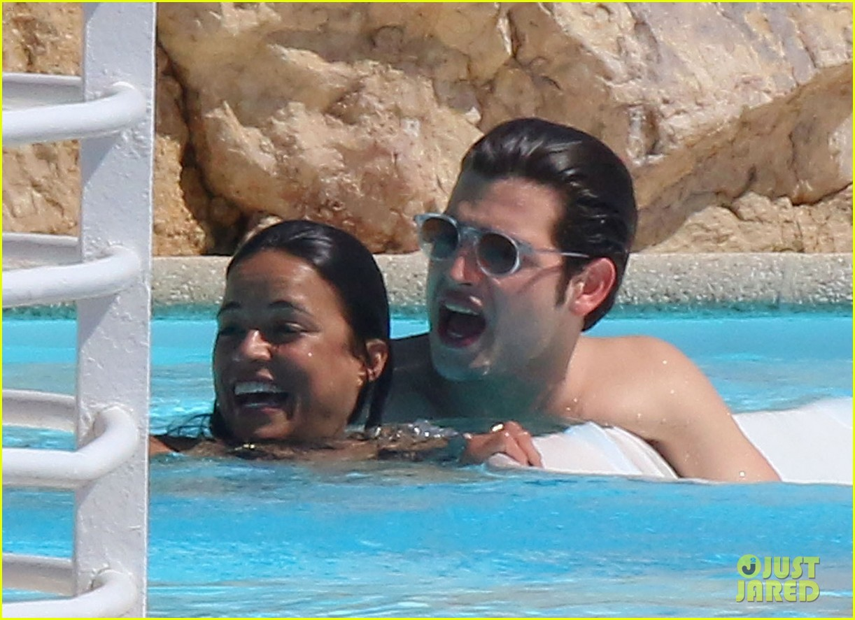michelle rodriguez bikini poolside in cannes 09