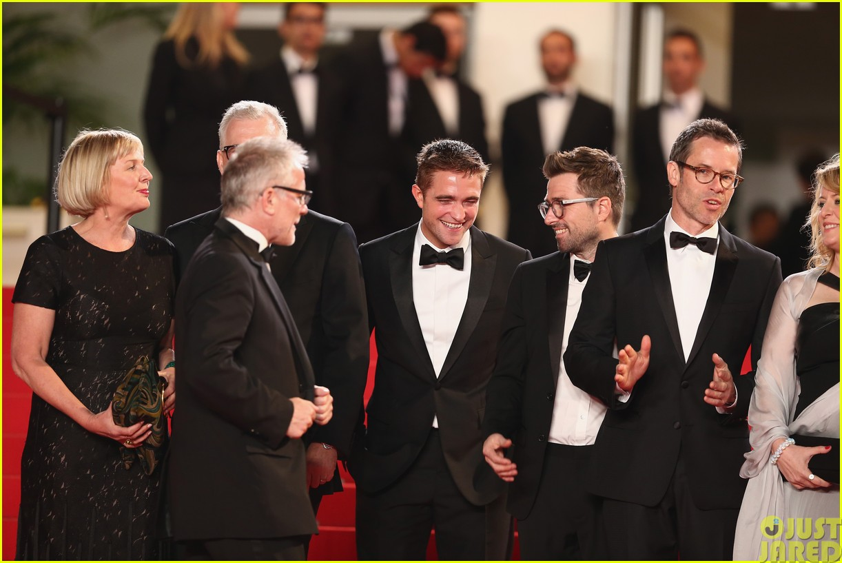 robert pattinson dons a dapper suit for the rover cannes premiere10