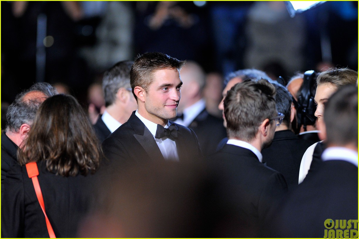 robert pattinson dons a dapper suit for the rover cannes premiere113116654