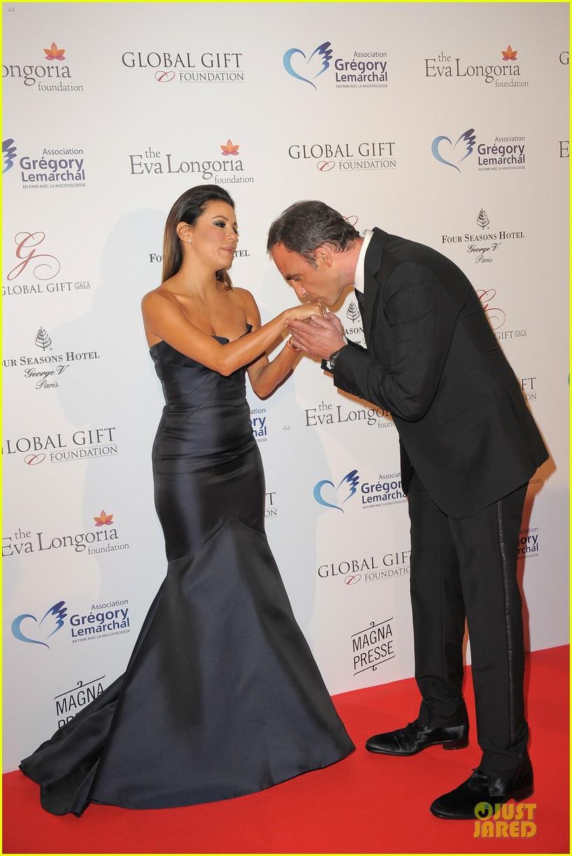 zoe saldana eva longoria global gift gala 08