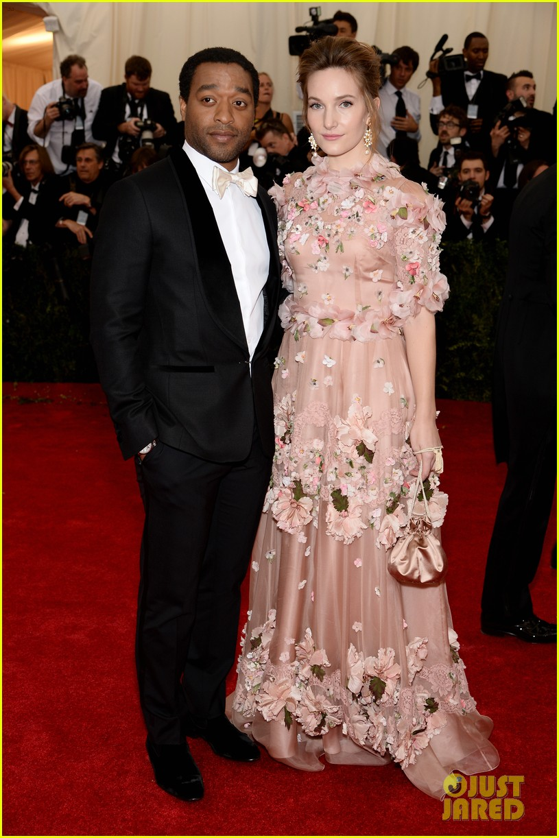 chiwetel ejiofor sari mercer 2014 met ball red carpet 04