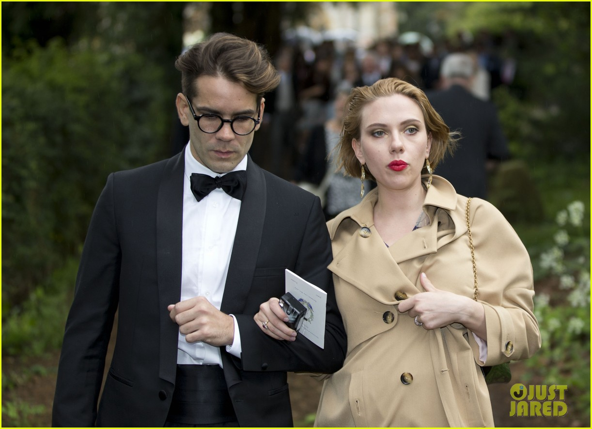 scarlett johansson baby bump wedding romain dauriac 033110866