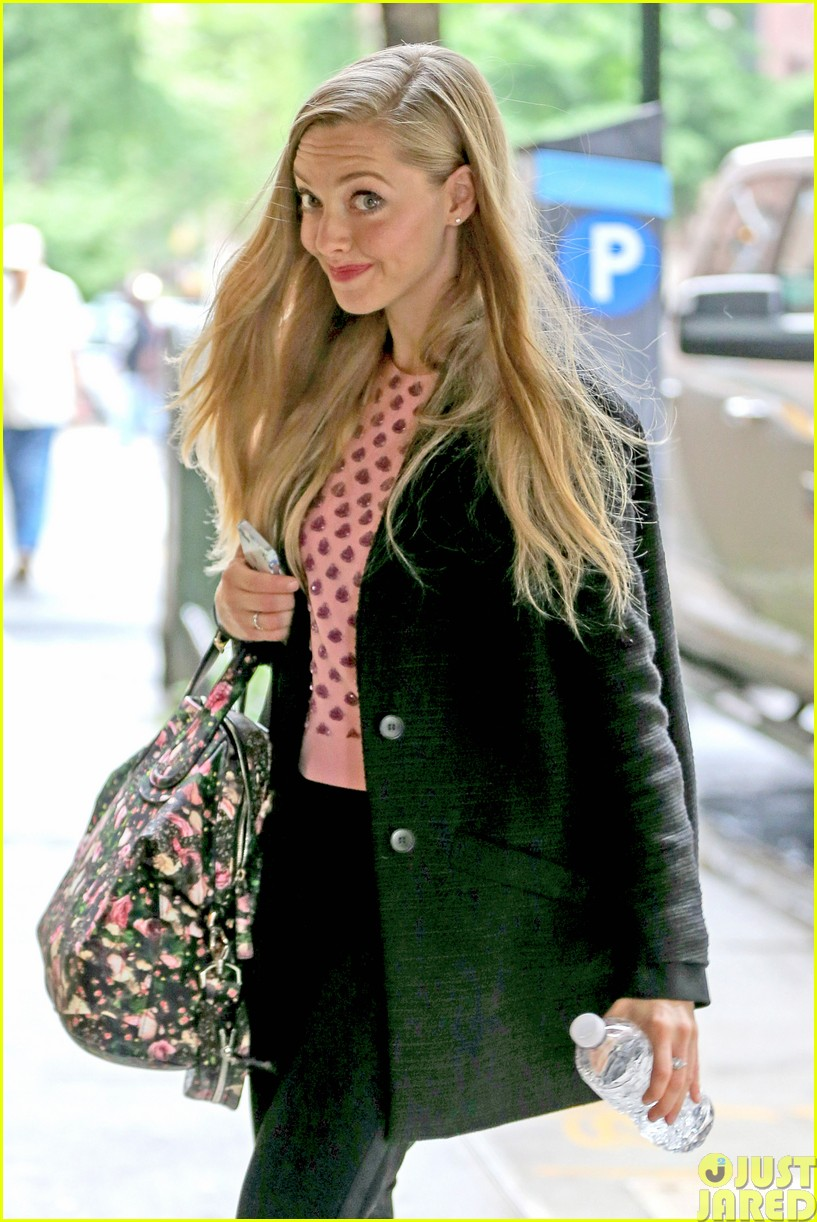 amanda seyfried treats herself to a spa day013120768