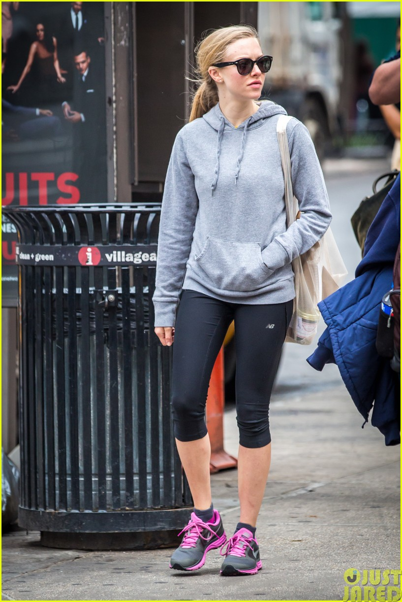 amanda seyfried treats herself to a spa day29