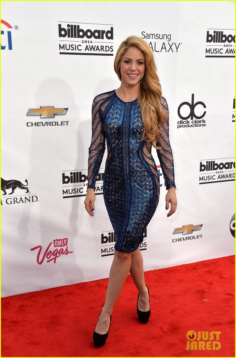 shakira billboard music awards 2014 red carpet 01