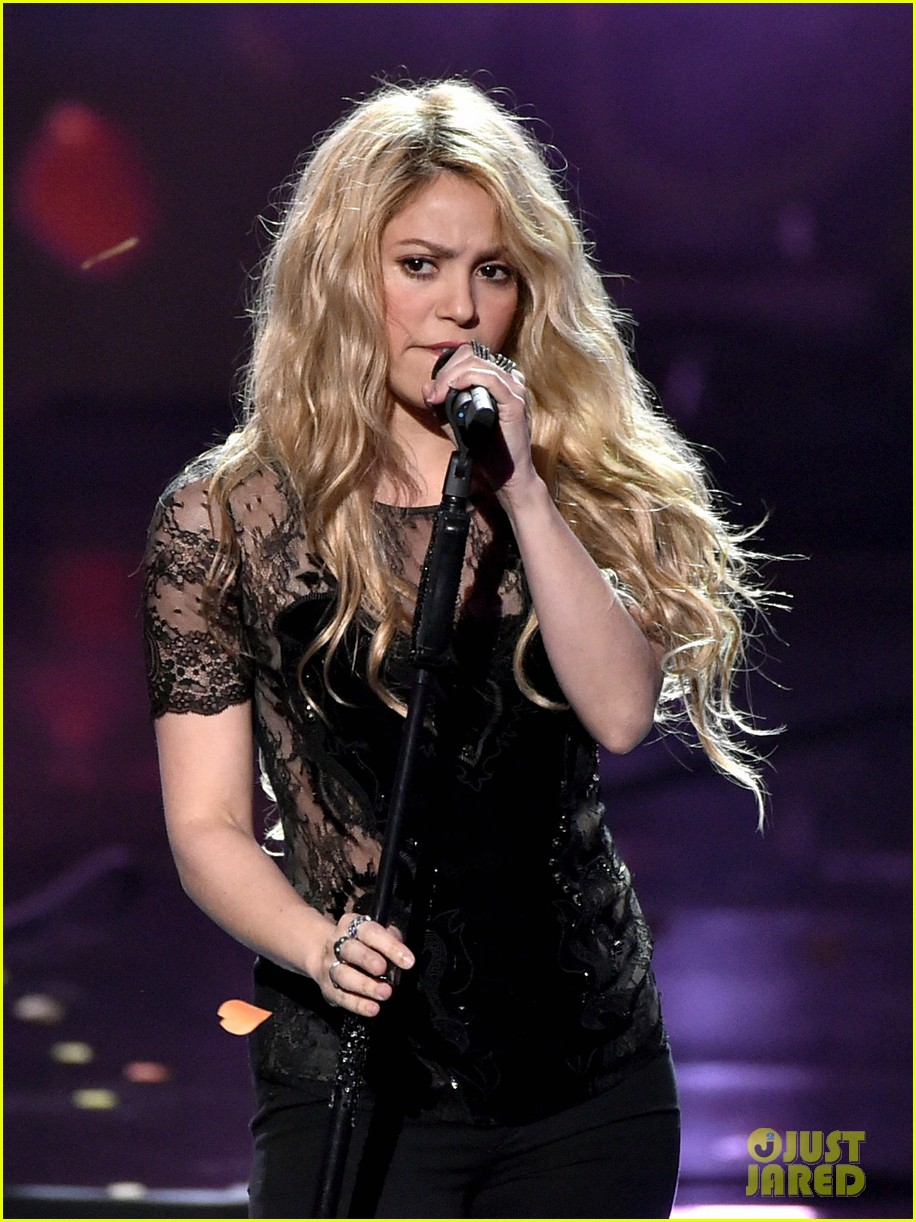 shakira iheartradio music awards 2014 043103519