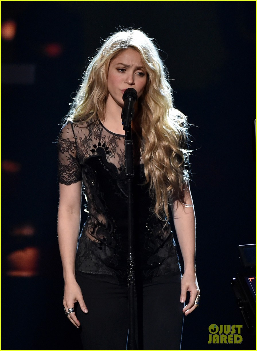 shakira iheartradio music awards 2014 09