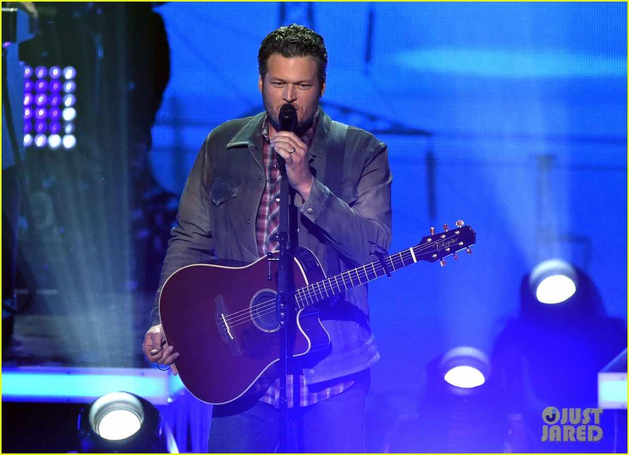blake shelton iheartradio music awards 2014 103103658