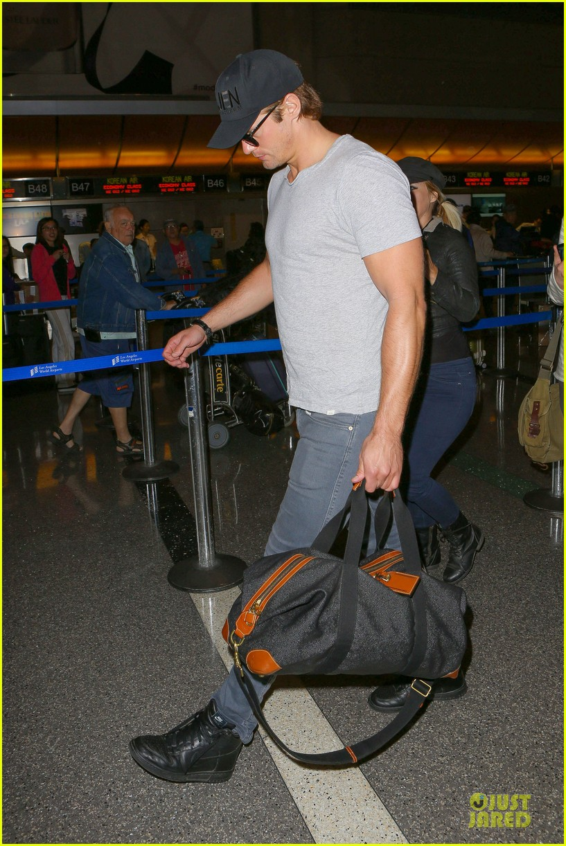 alexander skarsgard packs light lax departure 29