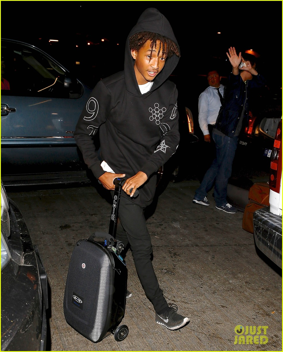 jaden smith flies out of town 043120485