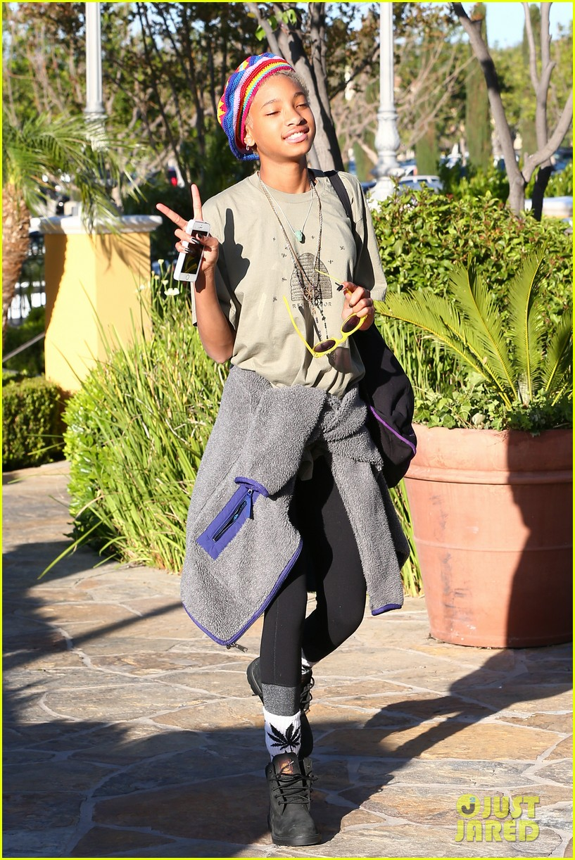 willow smith wears socks with marijuana leaf on the front 073102954