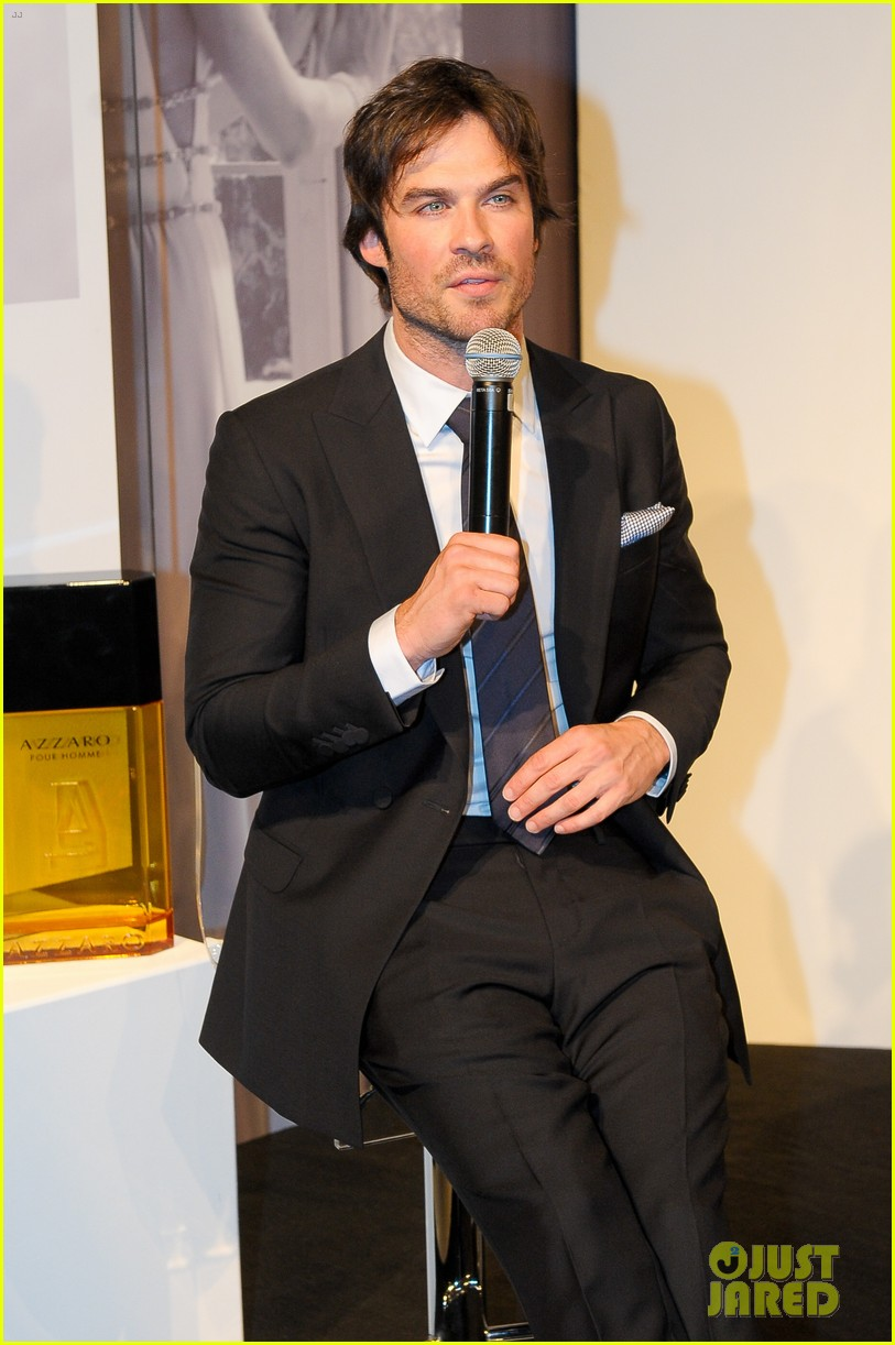 ian somerhalder looks super sexy in his suit and tie 033113758